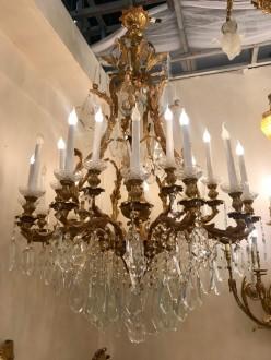 Candelabru bronz si cristale